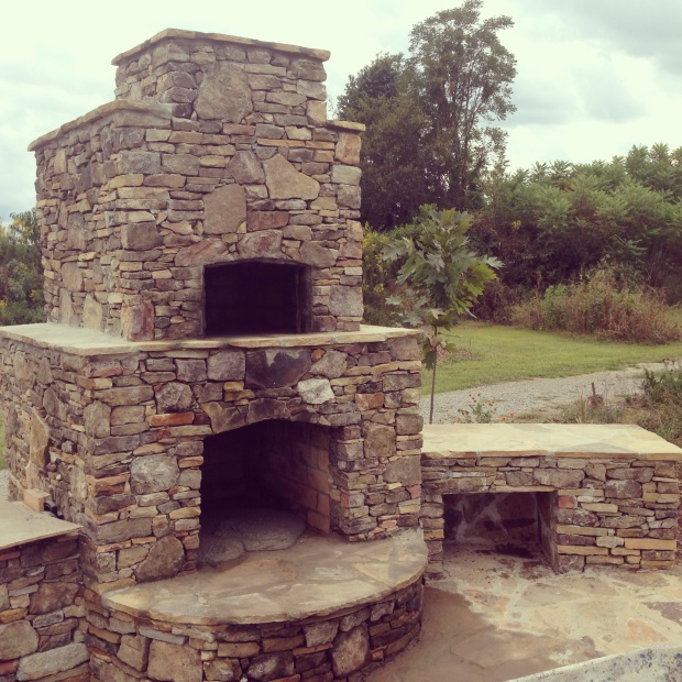 Wood burning fireplace/pizza oven